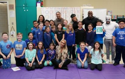 WWE Superstars surprise 4th Graders in Chicago